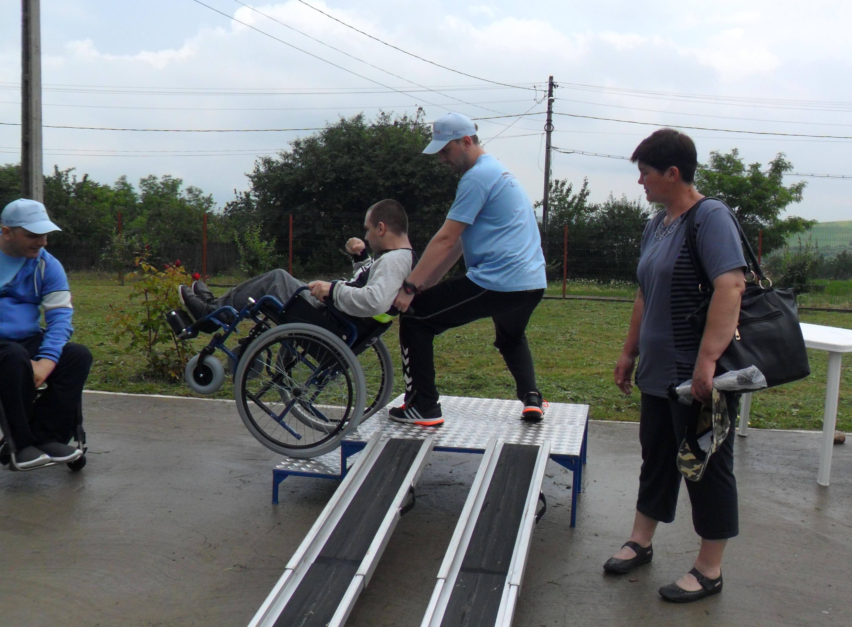 tehnici-de-manevrare-a-scaunului-rulant-alaturi-de-instructor-de-viata-i