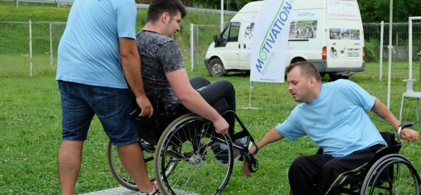 Caravane pentru evaluarea sănătății și prevenirea escarelor persoanelor în scaune rulante