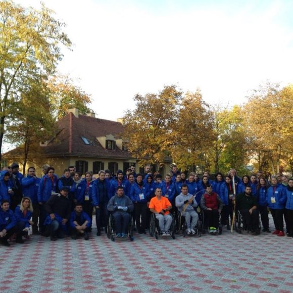 Primul traseu aplicativ public dedicat dezvoltării abilităților de viață independentă ale utilizatorilor de scaune rulante a fost amenajat în Brașov