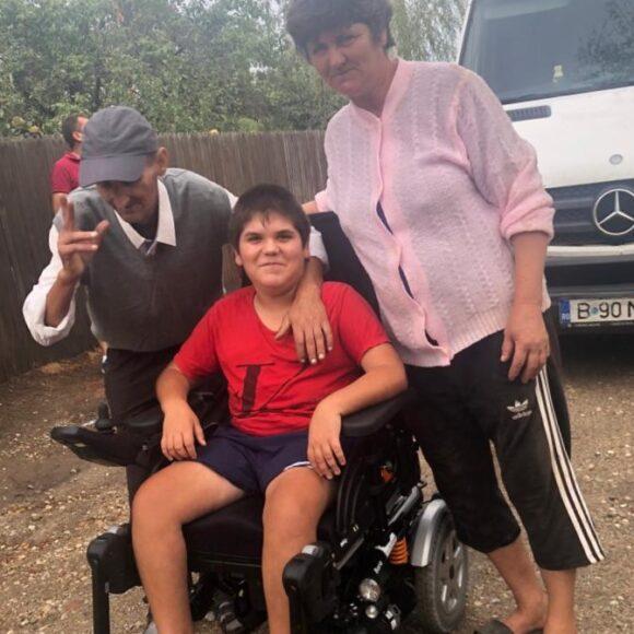 Vieți schimbate în bine cu ajutorul donațiilor de scaune rulante electrice