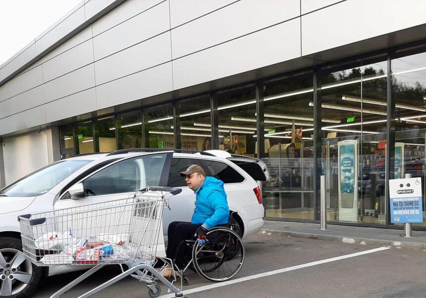 """Mesajul campaniei """"#PeBune?"""" a ajuns în peste 830 de locuri de parcare dedicate persoanelor cu dizabilități"""